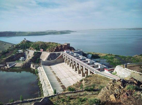 内蒙古自治区翁牛特旗: 红山湖全景,落曰下的红山水库,明代石刻。