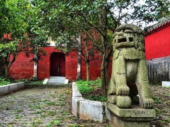 Dangyang, China: 玉泉山石狮