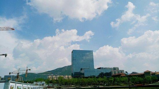 Sheraton Qingdao Licang Hotel : 第一次来到李沧绿城喜来登的日餐厅,环境优雅,菜品味道好极了,尤其是刺身非常新鲜,还赶上了厨师教小朋友们的寿司课,下次一定带朋友来尝试一下。