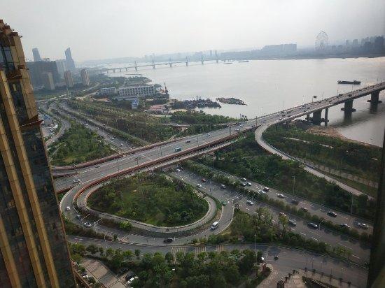 南昌力高皇冠假日酒店: 可以看到赣江