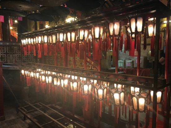 วัดหมั่นโหม่: 香港,有个荷里活;荷里活,有座文武庙;知荷里活者,应知文武庙。