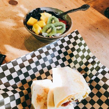 Alicia's Sugar Shack: Really cute little bakery, love the burrito!