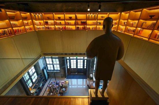 Alila Yangshuo: 图书馆,颜值很高。