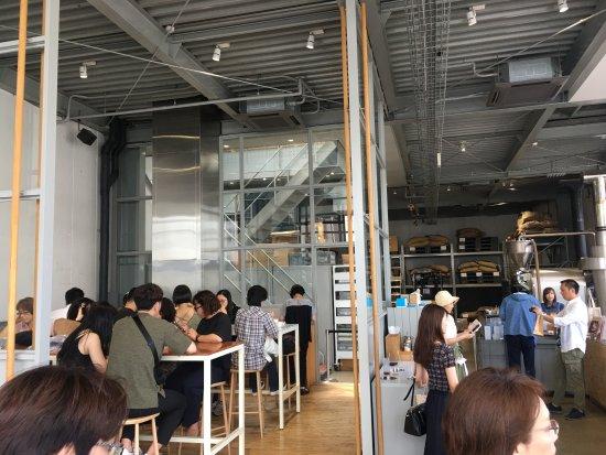Blue Bottle Coffee Kiyosumi Shirakawa Roastery & Cafe: 景观之一