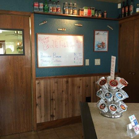Crab Pot: 搜到这家店,自1946年就开始经营,开车过来,等会上菜再点评