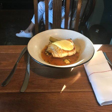 The Ebrington Arms Restaurant: 两条再加一个餐前韭菜汤和330毫升的可口可乐要42磅