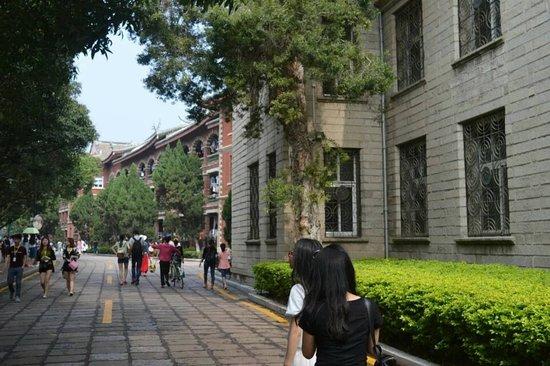 "Xiamen University: 厦门大学,所谓的""中国最美大学"
