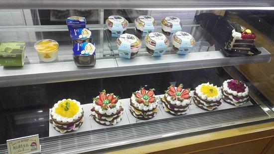 Guazhou County, China: 店内蛋糕