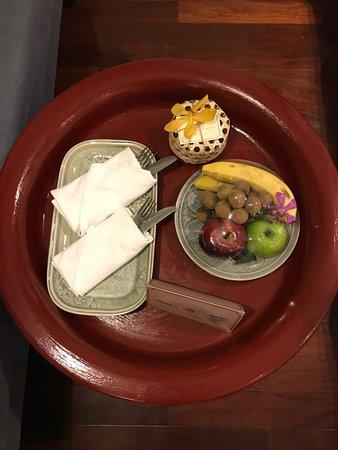 Na Nirand Romantic Boutique Resort: 欢迎零食和水果