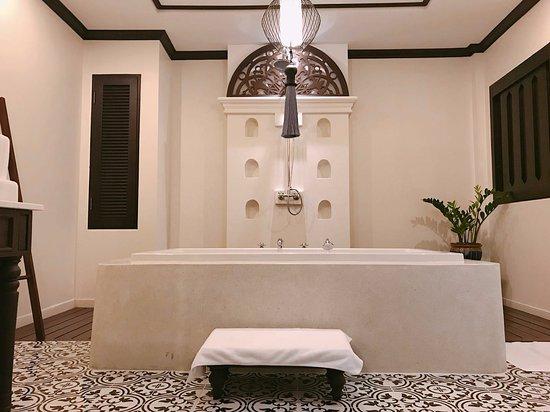Na Nirand Romantic Boutique Resort: 浴室