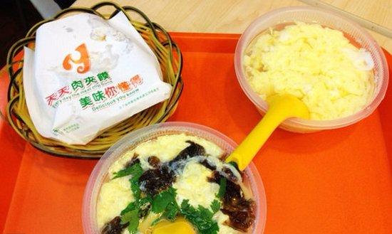 Yuan Ji RouJiaMo (XingQing Road): 袁记肉夹馍。