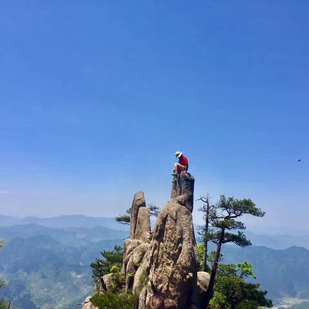 """Escape from the boring & noisy city, try a new living style-hiking, join """"HikingLovers"""", make friends with people from all the world."""
