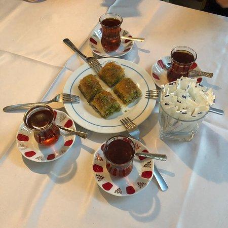 Buhara Ocakbasi Restaurant: 不是我吹!服务真的很好!店家特别热情,烧烤超级正宗,洋溢着浓浓的土耳其风情,饭后一口茶一口甜点,满满的幸福!超级推荐大家来这家!满分!