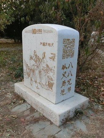 Zhuozhou, China: 不少现代人也跑来这里拜把子
