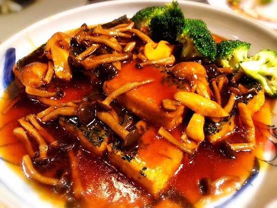 Five Zen5es (The Westin Xi'an): 色香味俱全,算是这两天来西安吃的最满意的一次,环境没得说很棒,尤其菜品搭配的也非常好,接待的赵倩经理服务的也很好,根据顾客口味推荐菜品,总之很满意,推荐!!!