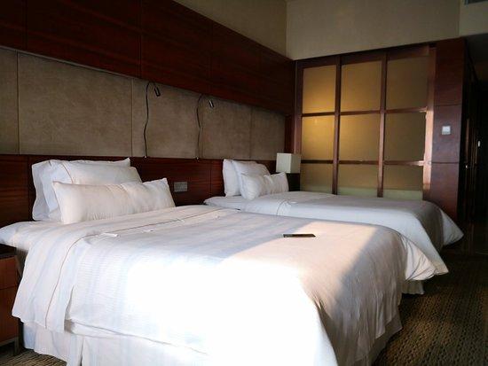 通过朋友预定的酒店,感觉不错,但是好像有点旧,总体感觉还不错,商圈就在旁边非常方便。