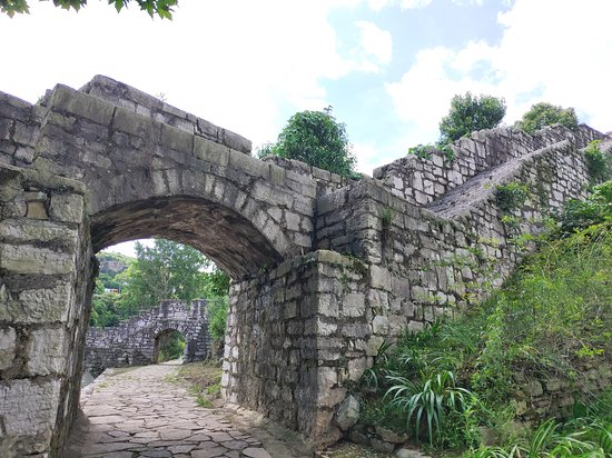 Fuquan, China: 福泉古城垣