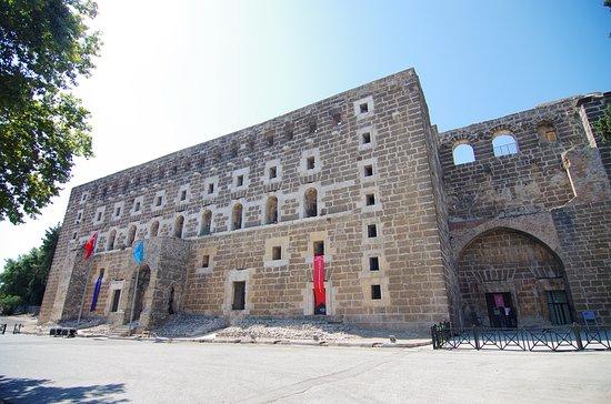 古剧场的大门