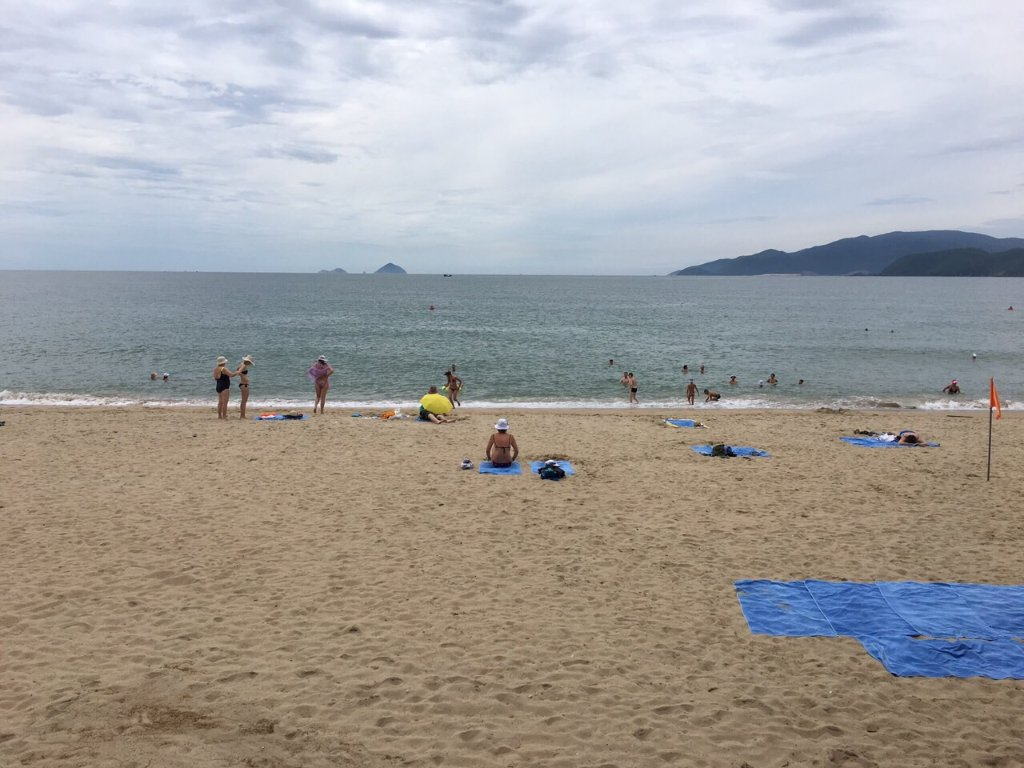 a vacation at the nha trang beach After seeing photos of one of our friends on facebook eating lobster on the beach in nha trang, vietnam, this beach has been on spa vacation in nha trang.