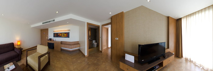 Panorama of the 1 Bedroom Deluxe Suite at the Centara Nova Hotel & Spa Pattaya
