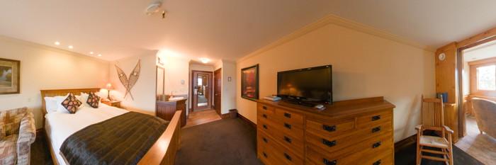 Panorama of the Cedar Run Room at the Mirror Lake Inn
