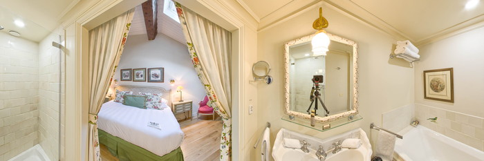 Panorama of the Chaplain Midy Junior Suite at the Hotel de Toiras