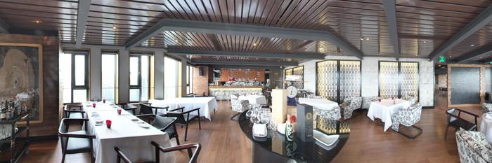 Panorama at the Hotel Indigo Shanghai on the Bund