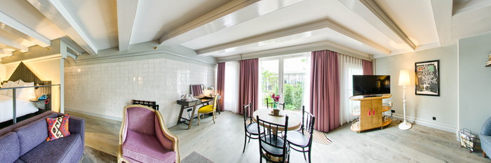 Panorama of the Cozy Suite at the Hotel Pulitzer Amsterdam