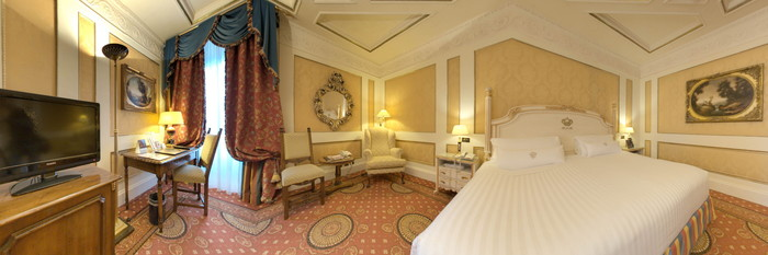 Panorama of the Deluxe Room at the Hotel Splendide Royal