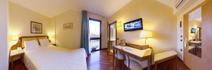 Panorama of the Deluxe Room at the Pitti Palace al Ponte Vecchio
