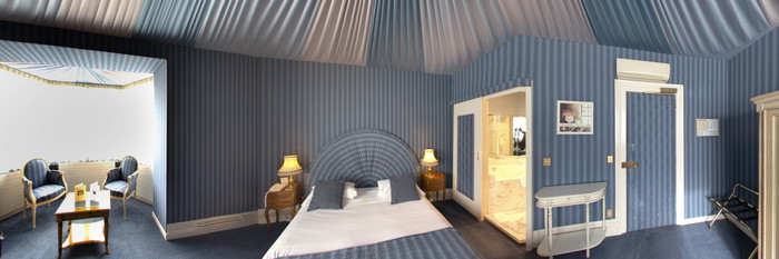 Panorama of the Deluxe Room at the Grand Hotel des Templiers