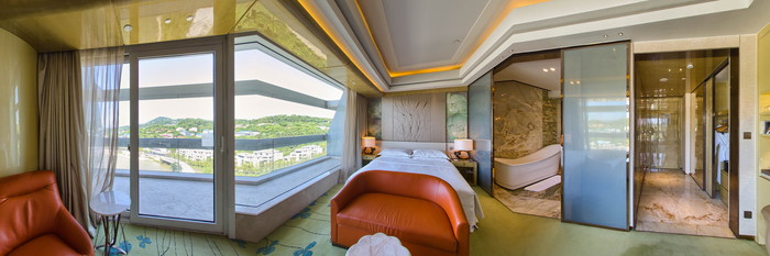 Panorama of the Deluxe Room - King Bed at the Sheraton Huzhou Hot Spring Resort
