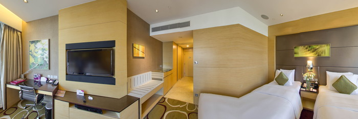 Panorama of the Deluxe Twin at the Crowne Plaza Hotel Hong Kong Causeway Bay