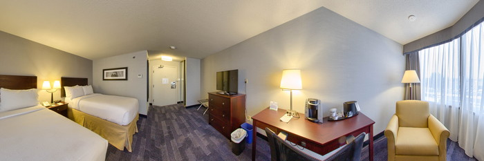 Panorama of the Double Queen Room at the Holiday Inn Ottawa East