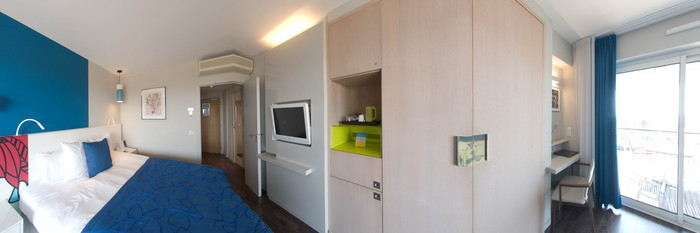 Panorama of the Double Room with Balcony and Sea View at the Hotel Napoleon