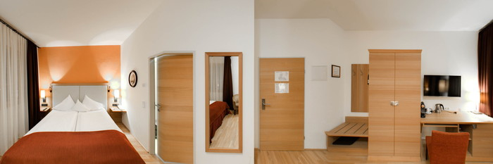 Panorama of the Double Room with Street View at the Heritage Hotel Hallstatt