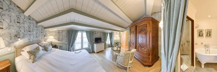 Panorama of the Evangéline Premier Room at the Hotel de Toiras
