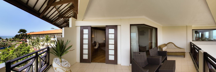 Panorama of the Family Ocean View Suite at the Grand Mirage Resort