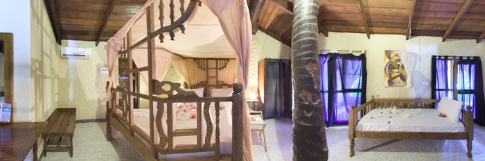 Panorama of the Family Room with Sea View at the Samaki Lodge & Spa