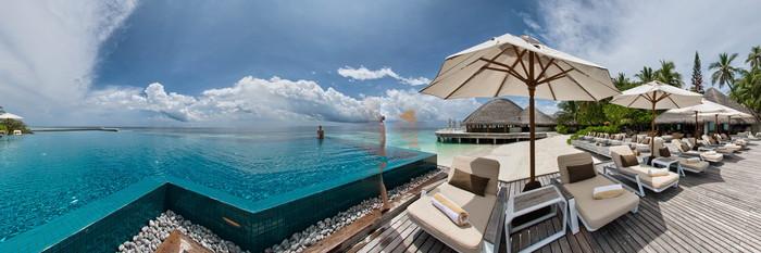 Panorama of the Infinity Pool at the Huvafen Fushi Maldives