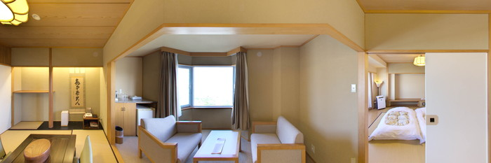 Panorama of the Tatami Styled Family Suite at the DoubleTree by Hilton Naha Shuri Castle