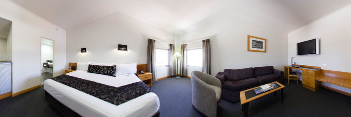 Panorama of the Junior Suite at the Rydges Darwin Central