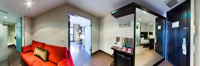 Panorama of the Junior Suite Room at the Holiday Inn Madrid - Las Tablas