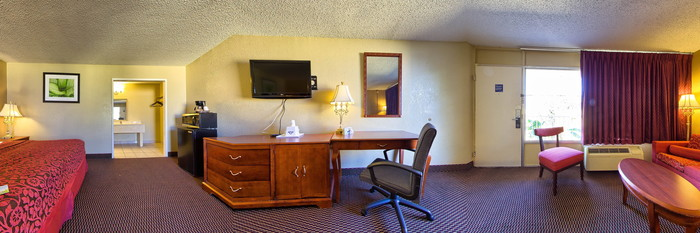 Panorama of the King Bedroom at the Days Inn Orlando Downtown
