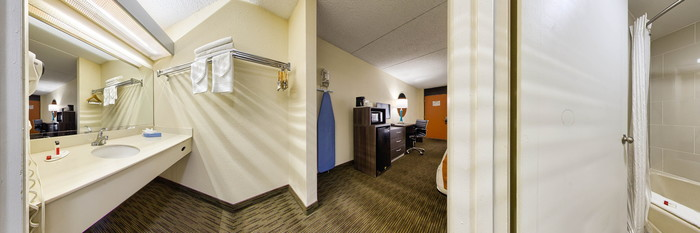Panorama of the King Bedroom at the Days Inn & Suites Orlando Airport