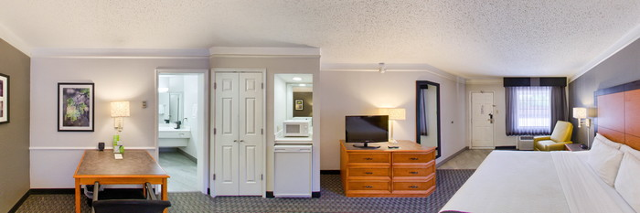 Panorama of the King Room at the La Quinta Inn Dallas Uptown