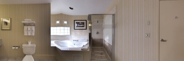 Panorama of the King Room with Jetted Tub at the Holiday Inn Canmore