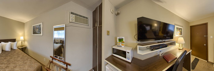 Panorama of the Motel Queen Room at the Hotel Motel Bonaparte
