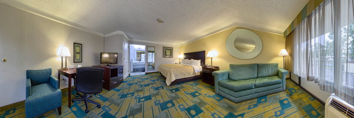 Panorama of the One King Bed Executive Room at the Quality Inn