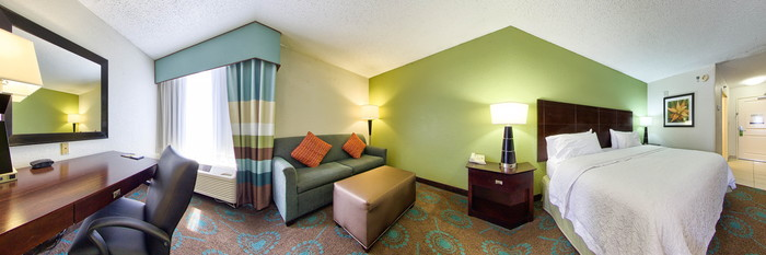 Panorama of the One King Bed Study with Sofabed at the Hampton Inn Orlando International Airport